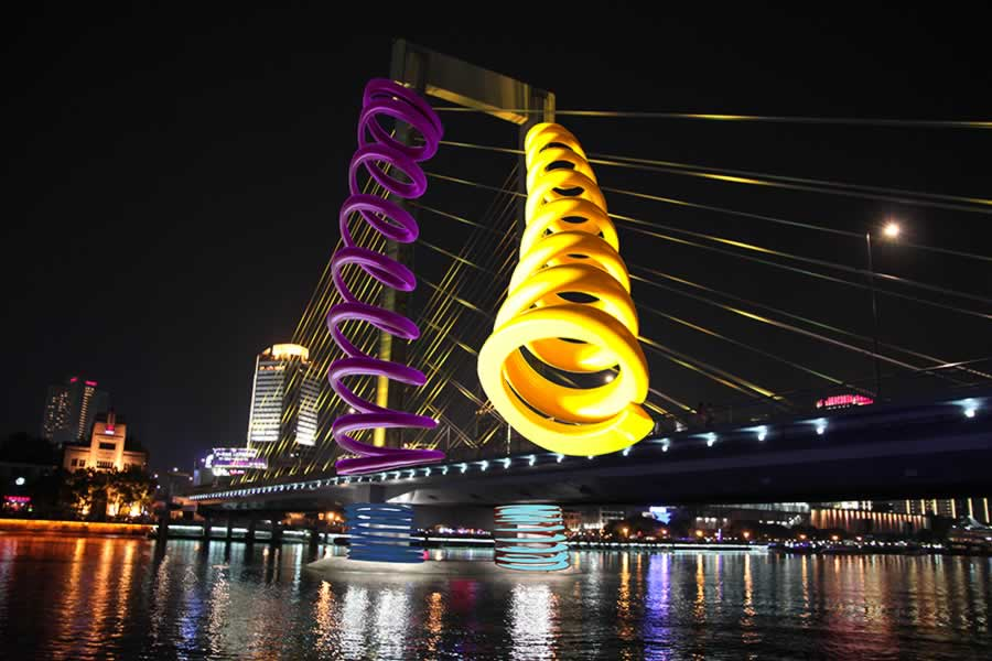 Studio (di) molle: Molle su Ponte Waitan 2, Cina